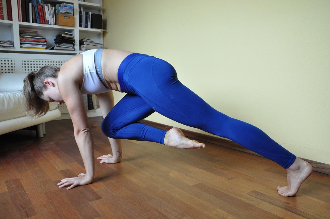Die richtige Körperspannung macht das Handstand lernen leichter.